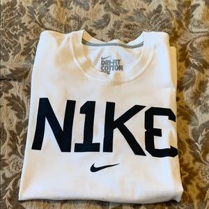 NEW NEVER WORN NIKE DRI FIT FITTED TEE